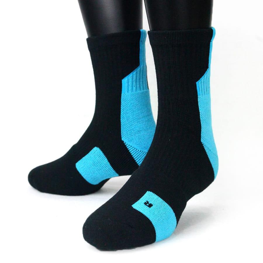 【IFEET】(K132-1)EOT科技不會臭的中筒厚運動襪 6